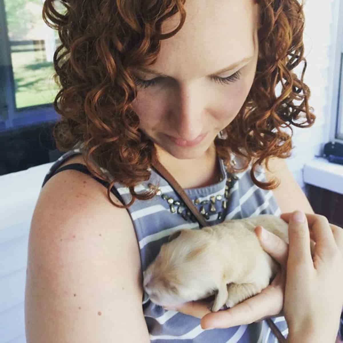 molly, dona do cão golden retriever com problemas nos dentes